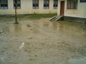 Curtea în care se jucau elevii