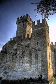 castel-medieval-sirmione-italia[1]