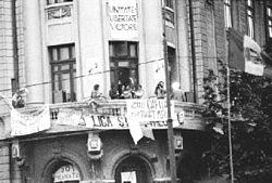 250px-Balcon_universitate[1]