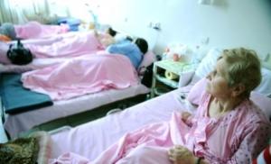 bebelusi-mame-lauze-si-bolnavi-scosi-din-spitale-67-de-unitati-medicale-desfiintate-91943[1]