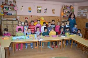 Educatoarea Rodica Dragomir și preșcolarii ei pe care-i iubește și apără